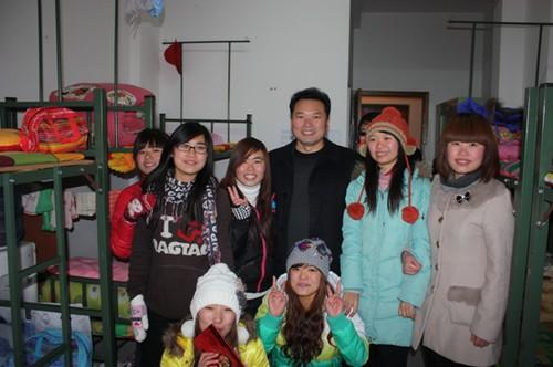 西安机电信息技师学院慰问团赴无锡,上海进行祝福传递