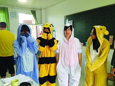 学生集体穿睡衣